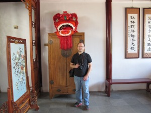 Mike next to the dragon head!